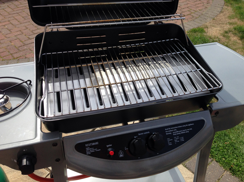 review grill chef by landmann gas barbecue from asda splodz blogz. Black Bedroom Furniture Sets. Home Design Ideas